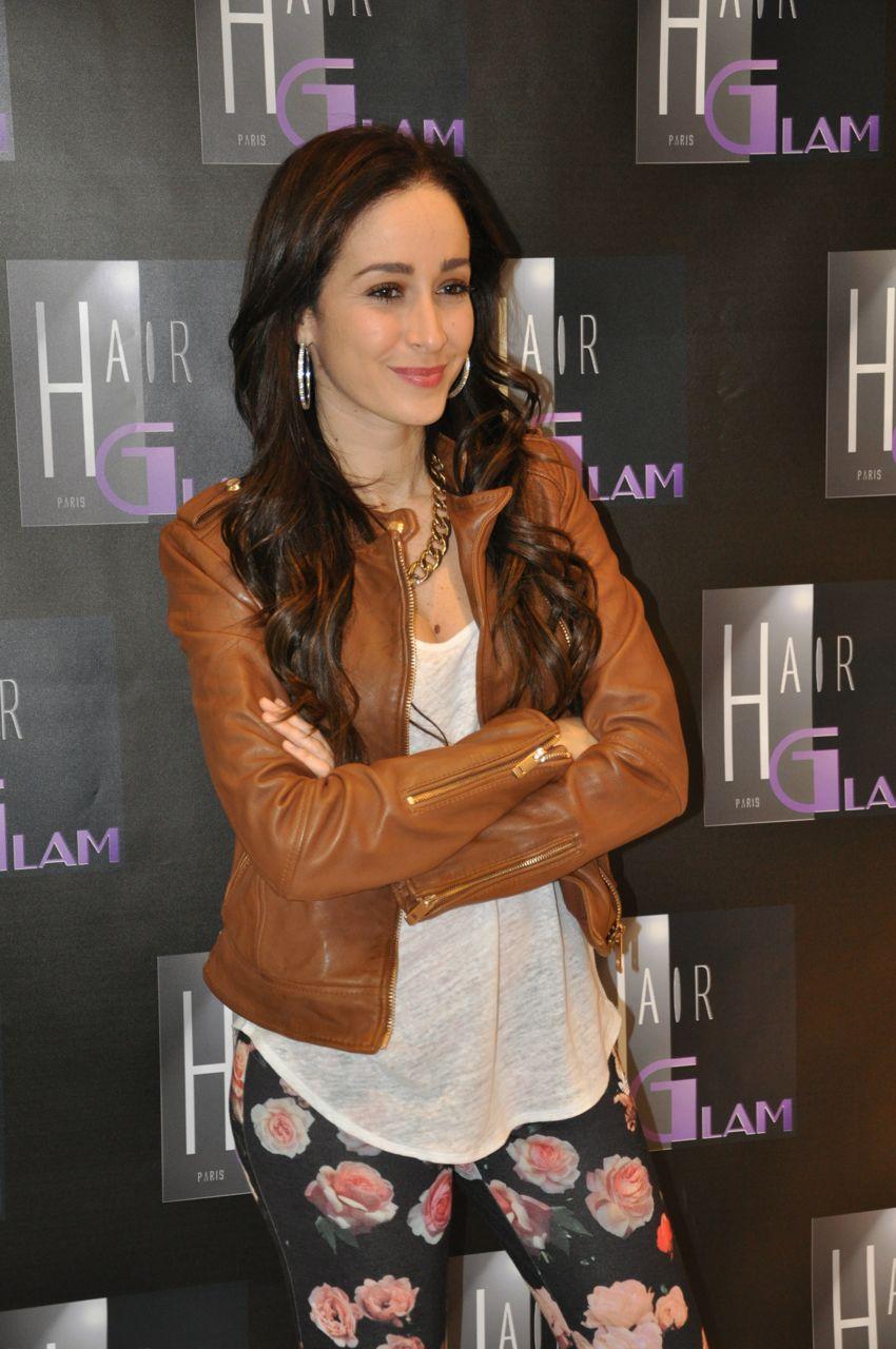La splendide Kenza Farah au grand salon de coiffure Hair Glam Extensions