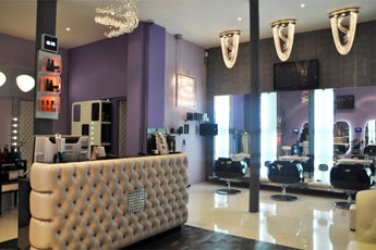 Intérieur du salon d'extension Hair Glam